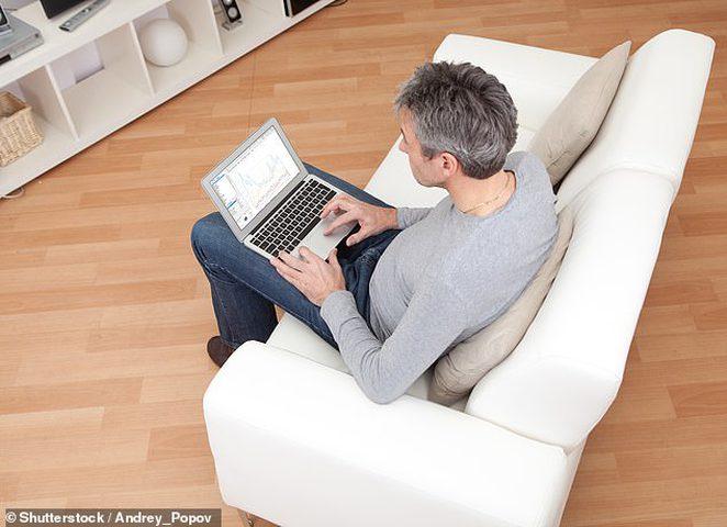 الجلوس لفترات طويلة أحد أسباب هشاشة العظام