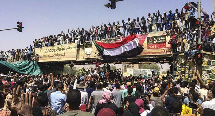 """""""مسيرة مليونية"""" للمطالبة بحكم مدني في السودان"""