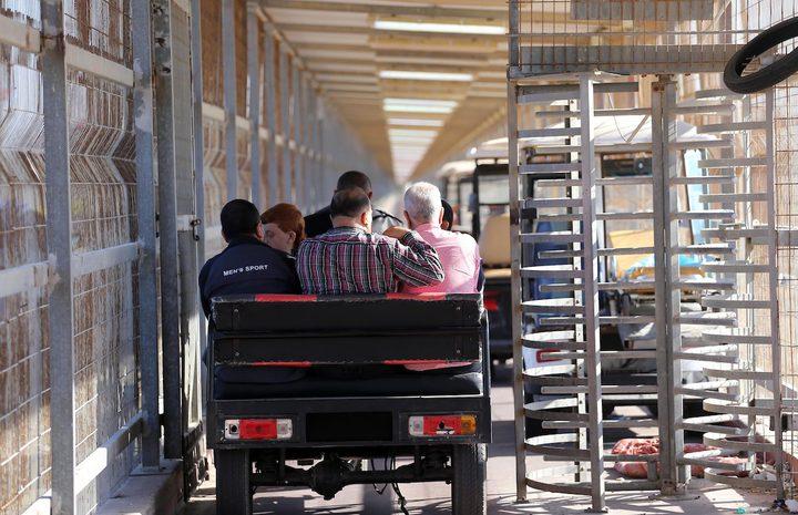 الاحتلال يعتقل مرافق مريضة أثناء عودته إلى غزة