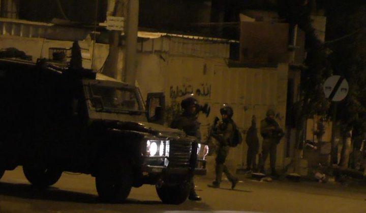 إصابة مسنة خلال اقتحام الاحتلال ومستوطنيه شرق يطا