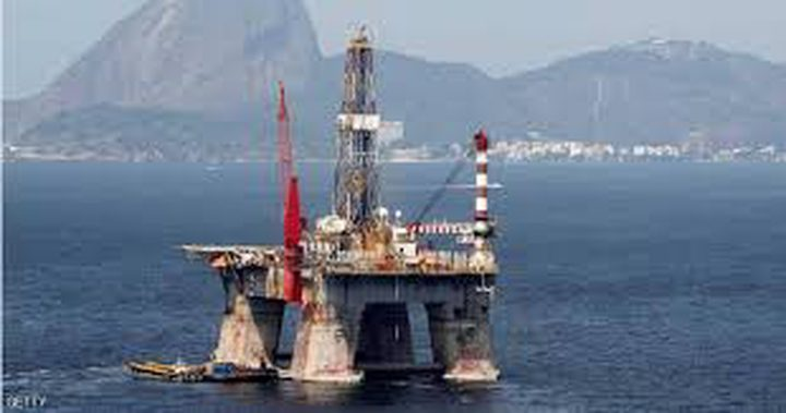 أسعار النفط تتراجع بعد ملامسة 75 دولارا
