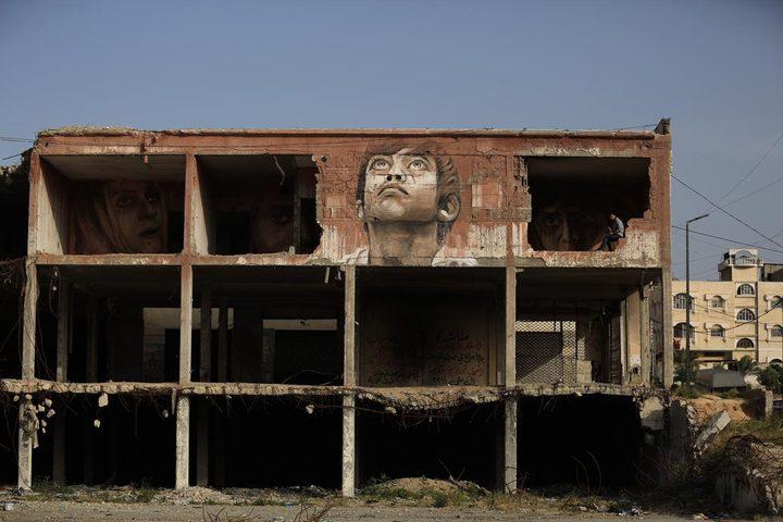 """""""حلم بين الركام"""" رسام من غزة يعيد الحياة لمبنى دمره الاحتلال"""