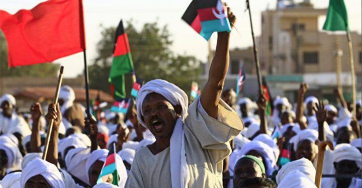 """""""الحرية والتغيير"""" تتمسك بتسليم الحكم لسلطة مدنية"""