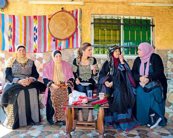الملكة رانيا في وادي شعيب للقاء صاحبات مشاريع صغيرة