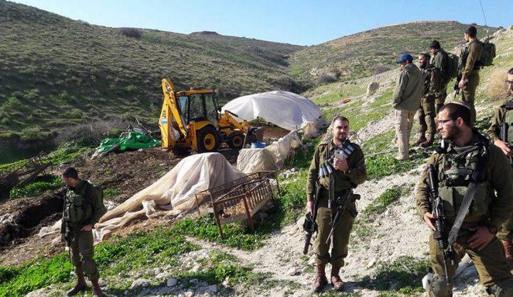 الاحتلال يخطر بوقف العمل في شق طريق بالأغوار الشمالية