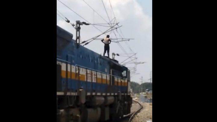 بالفيديو.. انتحار شخص صعقا بالكهرباء