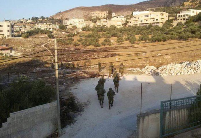 الاحتلال يغلق طرقا ترابية بمحاذاة شارع فرش الهوى