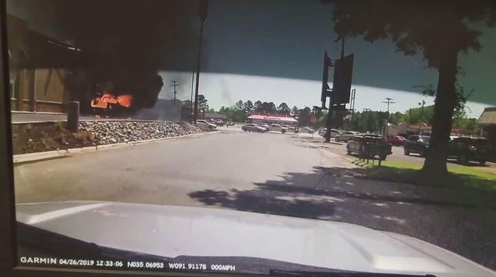 لحظة انفجار شاحنة في أركنزاس الأمريكية