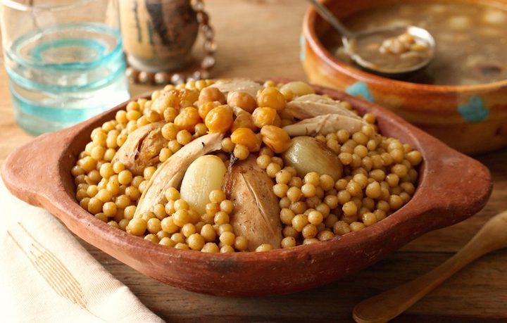 مغربيّة مع البطاطا بصلصة الطماطم