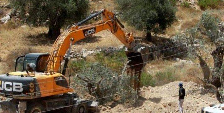 الاحتلال يبدءُ بشق شارعين للمستوطنين في الضفة الغربية