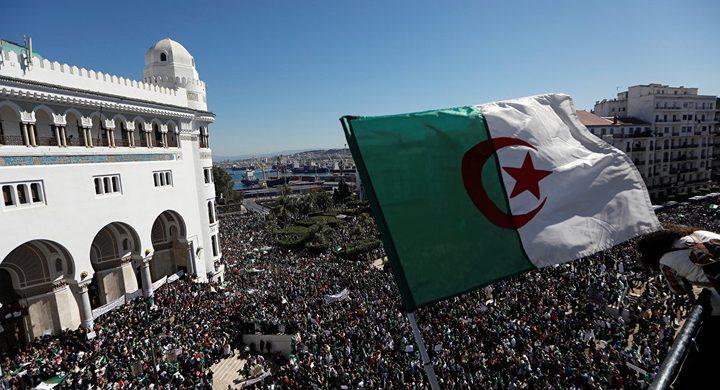 أمين جبهة التحرير يطلب الصفح من الجزائريين