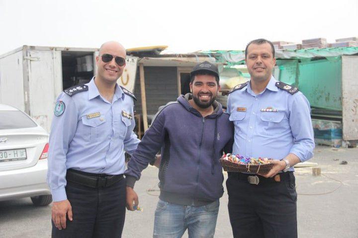 الشرطة تكرم العمال بمناسبة عيدهم العالمي