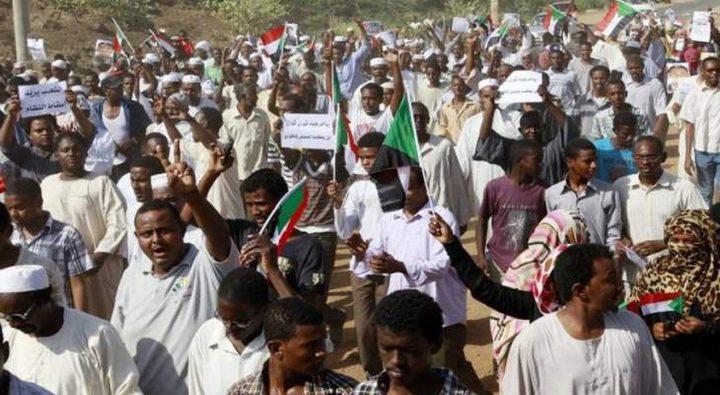الغارديان: معتقلون سابقون يعودون إلى الخطوط الأمامية في السودان