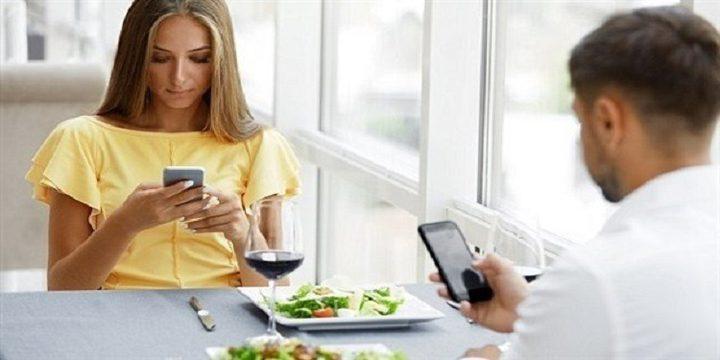 استخدام الهاتف ساعة يومياً ينتج كميات ضخمة من ثانى أكسيدالكربون