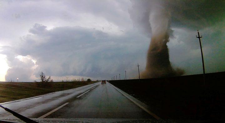 إعصار هائل يضرب جنوبي رومانيا