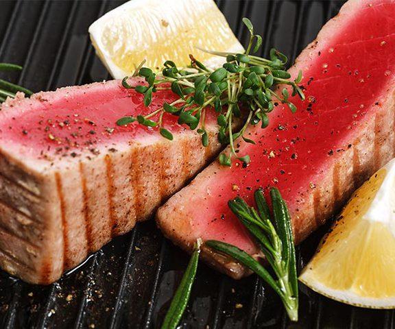 اللحوم الحمراء أم الأسماك..أيهما الأفضل لصحتك؟