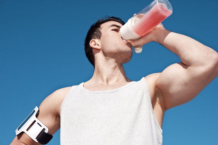 دراسة: تناول مشروبات بناء العضلات يؤدي إلى السمنة والاكتئاب