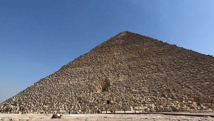 """مصر.. القبض على """"متسلق الهرم الأكبر"""" بعد مطاردة"""