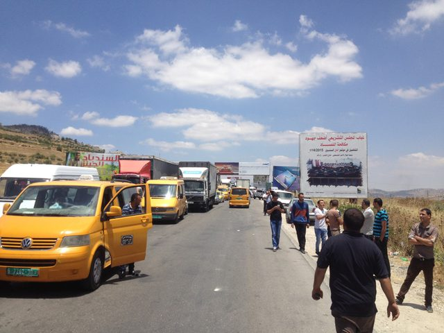 الاحتلال يغلق حاجز حوارة جنوب نابلس