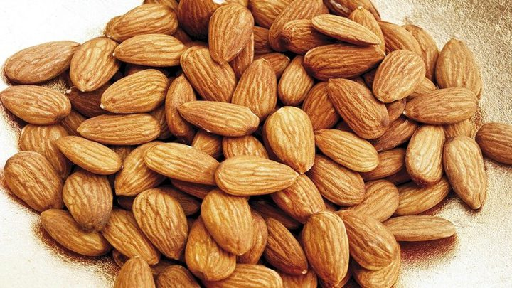 اللوز يساعد على تخفيض مستوى الكوليسترول