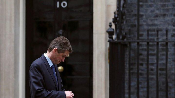 وزير الدفاع البريطاني المقال ينفي الضلوع في تسريب معلومات سرية