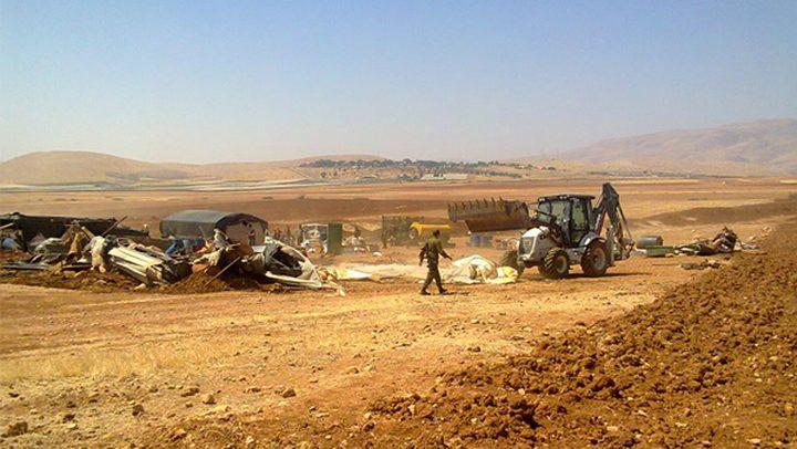 الاحتلال يهدم خيمة وبركسا جنوب الخليل