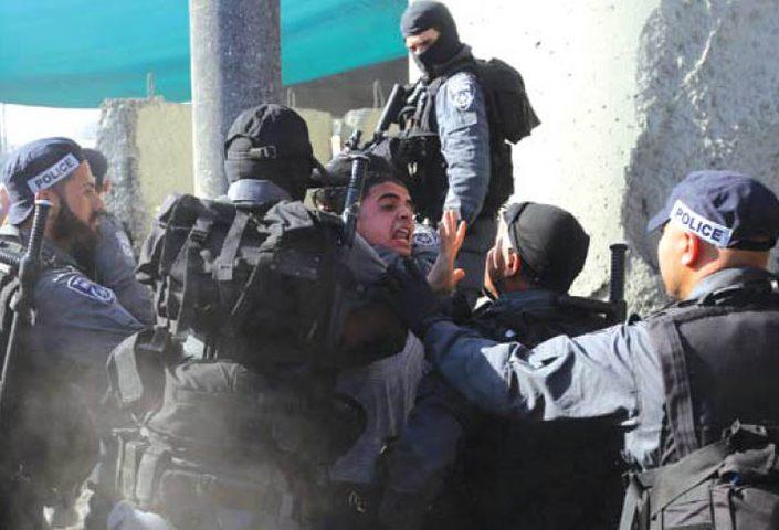 الاحتلال يعتدي على شاب ويصيبه بكسور ورضوض في الخليل