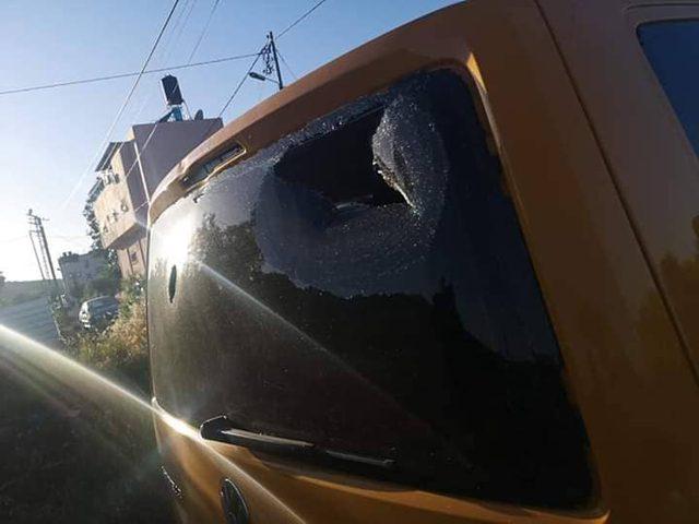 """مستوطنون يهاجمون مركبات المواطنين بالقرب من مفترق """"يتسهار"""""""