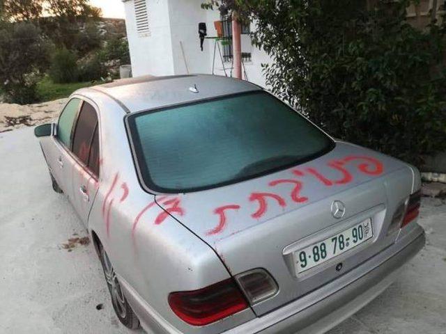 مستوطنون يخطون شعارات عنصرية ويعطبون اطارات المركبات في حوارة