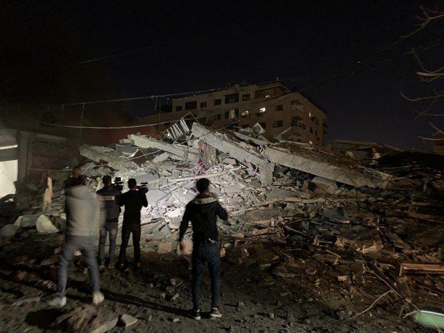 طائرات الاحتلال تدمر عمارتين سكنيتين في مدينة غزة