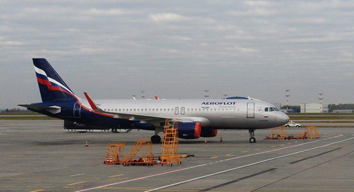 """احتراق طائرة ركاب في مطار """"شيريميتوفو"""" أثناء هبوطها في موسكو"""