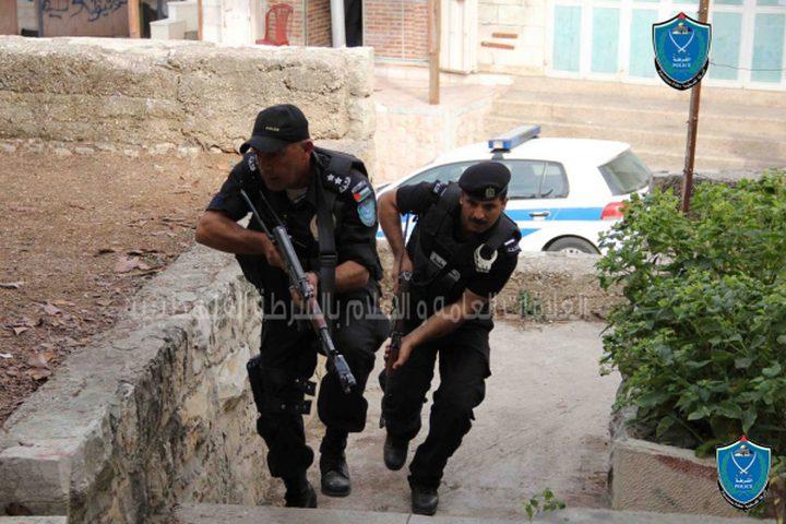 الشرطة تقبض على 4 أشخاص بعد اعتدائهم على مشفى الخليل الحكومي