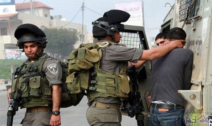 الاحتلال يعتقل 3 مواطنين
