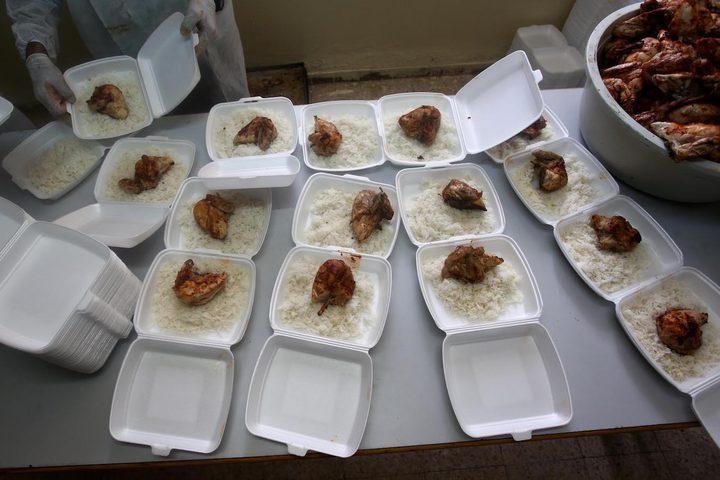 متطوعون يعدون وجبات افطار رمضانية في تكية نابلس، يوم الثلاثاء ،7\5\2019.