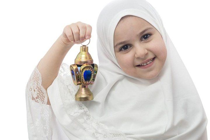 7 طرق لتشجيع طفلك على صيام شهر رمضان