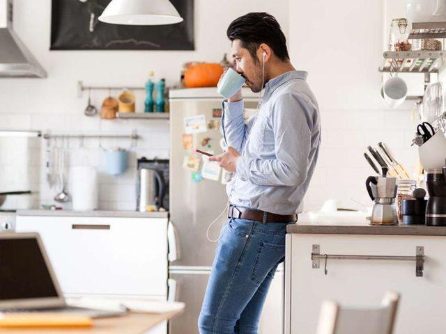 دراسة تحذر : العيش وحيداً يزيد خطورة تعرضك للاضطرابات النفسية!