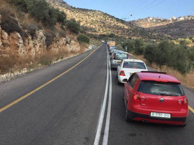 مستوطنون يعرقلون حركة المرور شمال رام الله