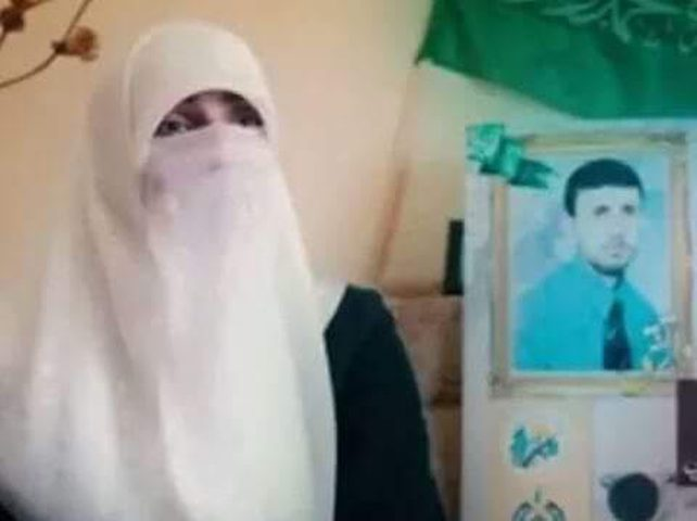 السجن 16 شهرًا للمعتقلة دينا الكرمي