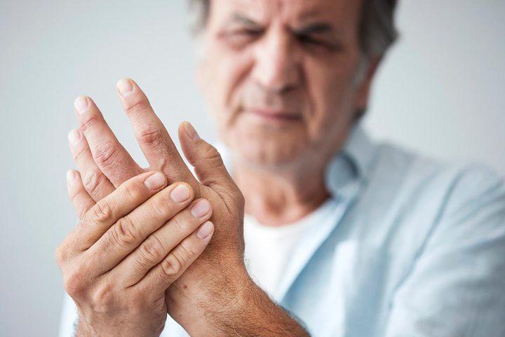 تحذير: تورم اليدين والقدمين دليل على ضعف الدورة الدموية