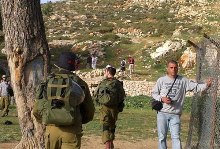 مستوطنون يقتحمون منطقة برك سليمان بحماية قوات الاحتلال