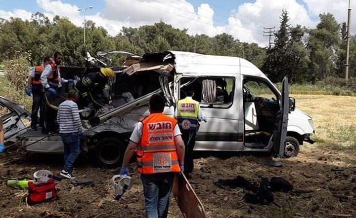 4 قتلى و10 اصابات في حادث سير مروع على الطريق 443