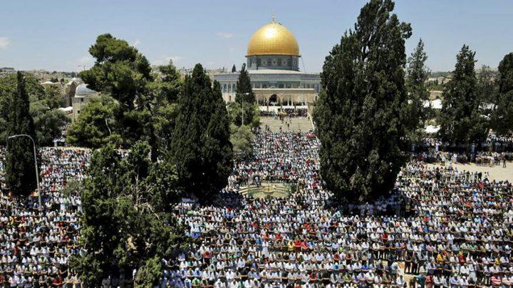 """نحو 200 ألف يؤدون """"الجمعة الأولى"""" من رمضان في """"الأقصى"""""""