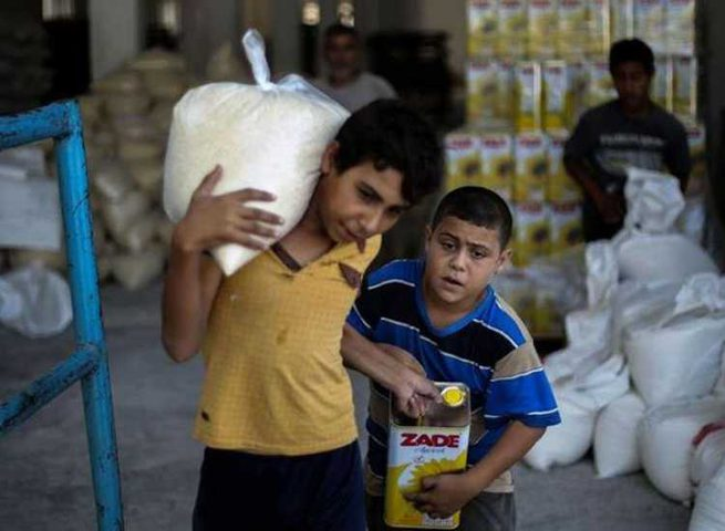 نشر صور توزيع مساعدات رمضان امتهان لكرامة الفقير وانسانيته