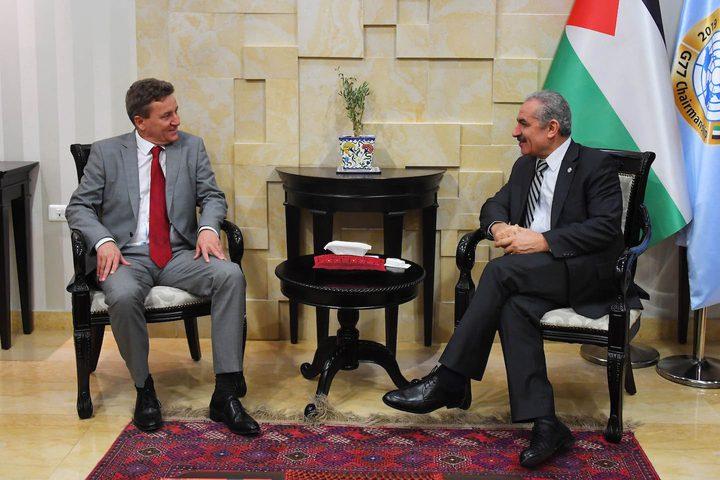 """""""اشتية"""" يؤكد أن القضية الفلسطينية قضية سياسية وليست انسانية فقط"""