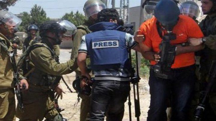 الاحتلال يحتجز سبعة صحفيين وناشطا حقوقيا في الأغوار