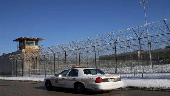 الشرطة الأمريكية تحبط محاولة سجين تهريب آلة حادة في جسمه
