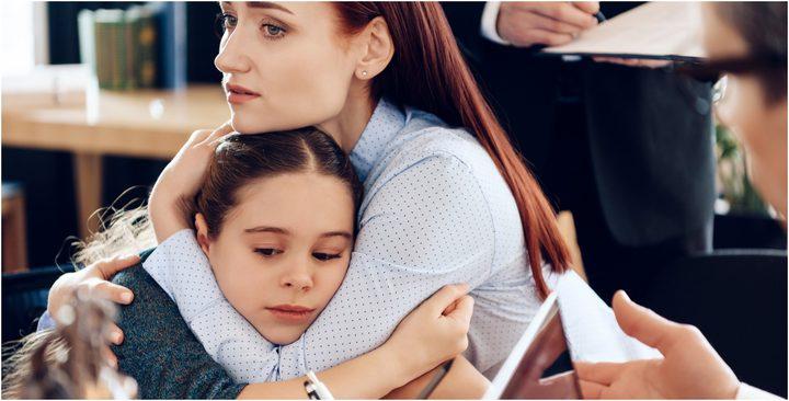 كيف تتعاملين مع الحزن أمام أطفالك ؟