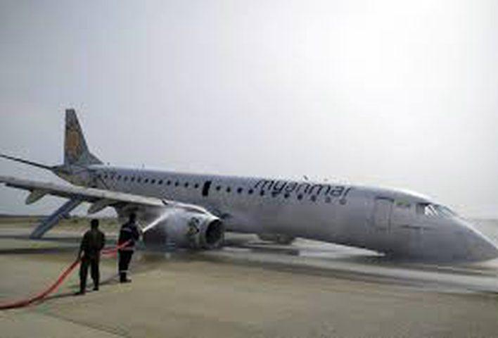 طائرة تهبط دون عجلة أمامية في ميانمار