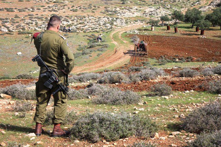 الاحتلال يمنع أهالي قرية سالم من شق طريق زراعي