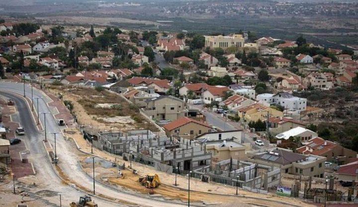 قوات الاحتلال تشق طريقين جديدين لمستوطنات معزولة
